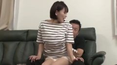 Nhdtb-324 : A Niece Destroys Her Stepuncle's Lap Even When Family Is Around