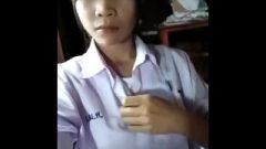 Thai Pupil Show Her Cunt